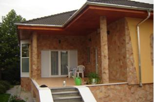 Lamany kamen -fasada